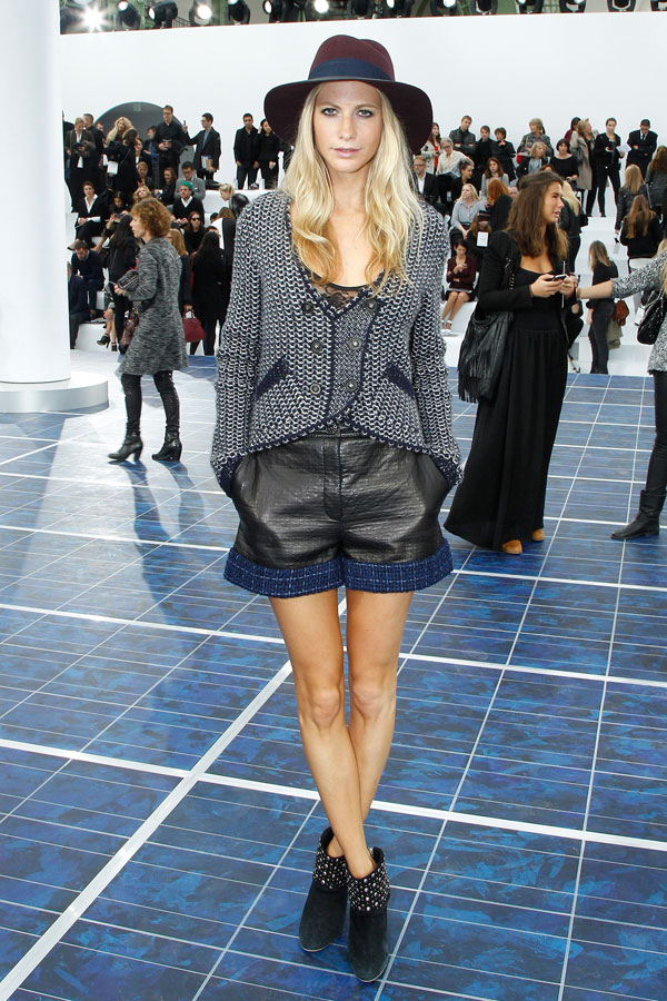 style by yellow button, how to wear, where to buy, leather, navy and black, trend, shop it, buy it, poppy delevingne, chanel
