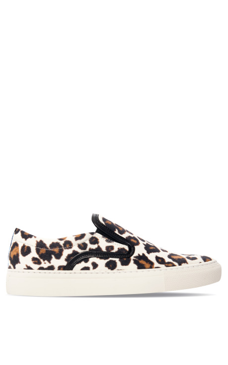 essential trending, claire fabb, style by yellow button, slip on sneakers, mother of pearl, trend, womens fashion, style, fashion, trend, buy it, shop it, modaoperandi