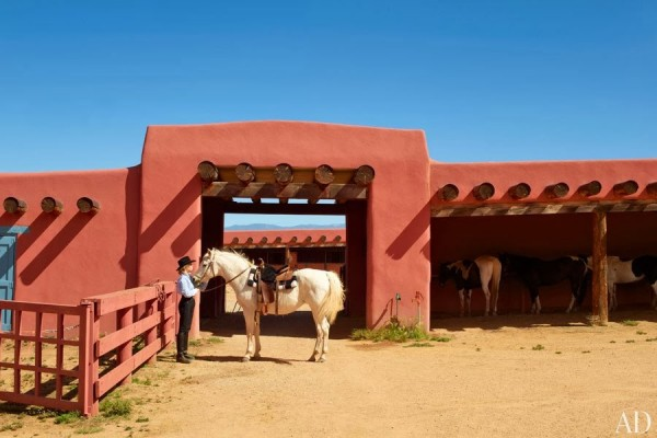 item0.rendition.slideshowWideHorizontal.jane-fonda-new-mexico-ranch-01-jane-fonda-horse-stables