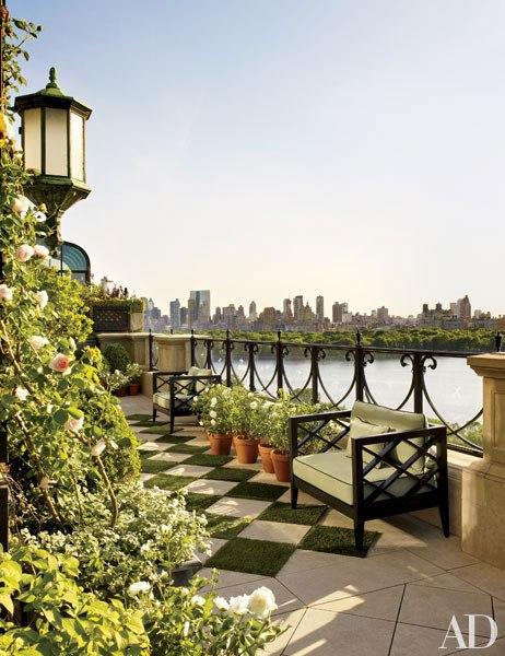item17.rendition.slideshowVertical.bette-midler-manhattan-penthouse-02-terrace