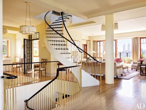 item6.rendition.slideshowVertical.bette-midler-manhattan-penthouse-04-stairwell