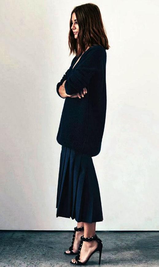 la-modella-mafia-Christine-Centenera-street-style-chic-in-Alaia-heels