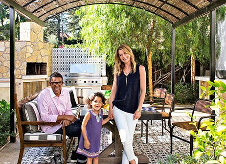 item0.rendition.slideshowVertical.ellen-pompeo-los-angeles-01-ellen-pompeo-and-family