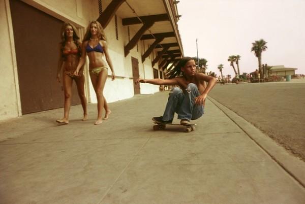 Sidewalk Surfer, 1976 © Hugh Holland co Blender Gallery