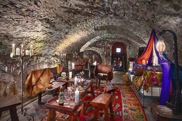 item4.rendition.slideshowHorizontal.johnny-depp-estate-village-france-wine-tasting-cave-5
