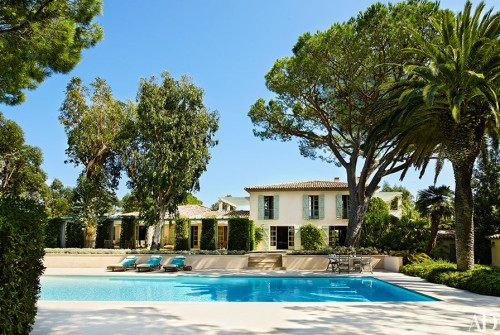 item0.rendition.slideshowHorizontal.giorgio-armani-saint-tropez-house-01-wm-500x335