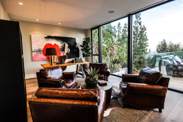 gallery-1452711735-john-krasinski-and-emily-blunt-west-hollywood-home-for-sale-1-8-16-office