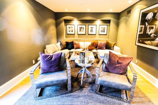 john-krasinski-and-emily-blunt-west-hollywood-home-for-sale-1-8-16-family-room