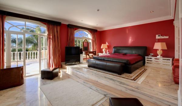 gallery-1461866164-princehouse-masterbedroom