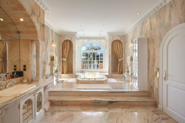 gallery-1461866304-princehouse-bathroom