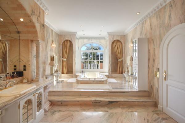 gallery-1461866304-princehouse-bathroom