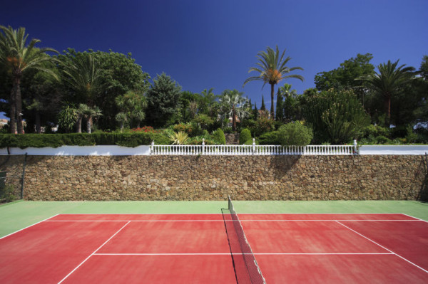 gallery-1461866433-princehouse-tenniscourt