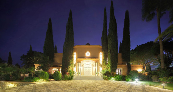gallery-1461866544-princehouse-entrance