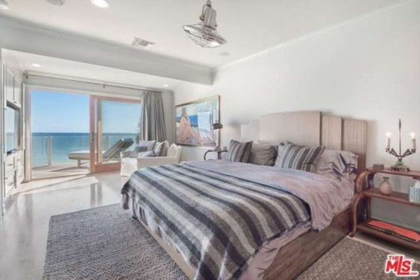 1474386342-syn-edc-leo-dicaprio-lists-home-for-sale-in-malibu-ca-guest-bedroom