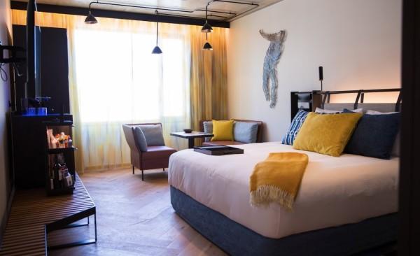 QT-Melbourne-interior-guest-room-Alexandra-Anderson