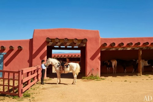 item0.rendition.slideshowWideHorizontal.jane-fonda-new-mexico-ranch-01-jane-fonda-horse-stables