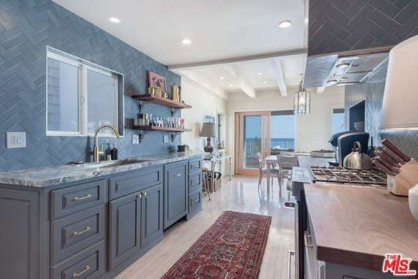 1474386339-syn-edc-leo-dicaprio-lists-home-for-sale-in-malibu-ca-stove